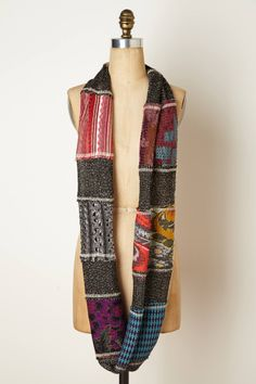 Make your own patchwork infinity scarf. Cecilia Prado, Recycled Sweaters, Old Sweater, Recycled Fashion, Cycling Outfit, Diy Clothing, Refashion, Diy Fashion, Recycling