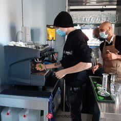 Al corso Iefp biennale Bartender di Formatica è arrivata la nuova macchina del caffè espresso fornita da Mokajenne. I ragazzi ci stanno prendendo gusto!