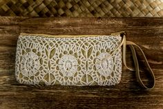 Pandan Minaudiere with crocheted pattern. Color of pattern can be chosen. Orders at Adri@sawo-design.com