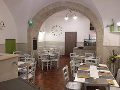 """Sedie e tavoli Pub Ristoranti Pizzerie MAIERON SNC www.mobilificiomaieron.it  - https://www.facebook.com/pages/Arredamenti-Pub-Pizzerie-Ristoranti-Maieron/263620513820232 - 0433775330.  Sedie e tavoli ristorante. Arredo """"pizzeria president pizza e panzerotti """" a Ruvo di Puglia (Ba). Sedie in legno color bianco laccato consumato stile shabby chic .Produzione Mobilificio maieron arredi pub, arredi bar, arredi ristoranti e arredi pizzerie. #arredoRistorantemaieron"""