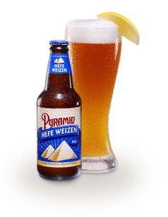 Cerveja Pyramid Hefeweizen, estilo German Weizen, produzida por Pyramid Brewing Co., Estados Unidos. 5.2% ABV de álcool.