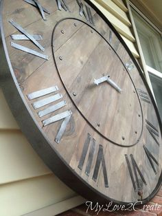 Make a statement in you home with a DIY Large Rustic Clock, a Pottery Barn Knock Off. This step by step tutorial will show you how to make your own clock. Metal Tree Wall Art, Diy Wall Art, Diy Wall Decor, Art Decor, Room Decor, Wood Wall, Niche Decor, Mur Diy, Pallet Clock