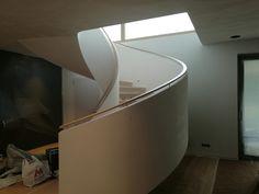 Fotó itt: Hajlított korlátok - Google Fotók Curved Wood, Bathtub, Stairs, Lighting, Google, Home Decor, Standing Bath, Bathtubs, Stairway