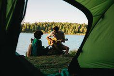 """""""Weißt du noch, als…?"""" Was gibt es Besseres, als beim Camping gemeinsam am See zu sitzen, der Gitarre zu lauschen und sich alte Geschichte zu erzählen?🏕 #camping #volvic #sommer #naturerleben Outdoor Furniture, Outdoor Decor, Camping, Mineral Water, Minerals, Guitar, History, Summer, Campsite"""