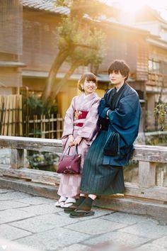 Tsuzumi × Takumi   カップルフォト Couple Poses Drawing, Couple Poses Reference, Human Poses Reference, Photo Reference, Couple Posing, Yukata, Chinese Clothing Traditional, Japanese Couple, Manga Poses