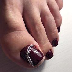 30 Toe Nail Art Designs to Keep Up With Trends - Femalinea Black Toe Nails, Pretty Toe Nails, Cute Toe Nails, Pretty Toes, My Nails, Pretty Pedicures, Beautiful Toes, Toe Nail Color, Toe Nail Art