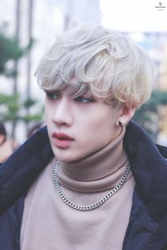 Read from the story ༄Si estuvieras en Stray Kids 💭 by (ツ) with reads. Si estuvieras en Stray Kids A veces. K Pop, Sung Lee, Rapper, Pop Bands, Stray Kids Chan, Wattpad, Entertainment, Lee Know, Asian Boys