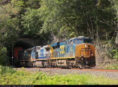 RailPictures.Net Photo: CSXT 932 CSX Transportation (CSXT) GE ES44AC at Fort Montgomery, New York by Lester Zmudzinski