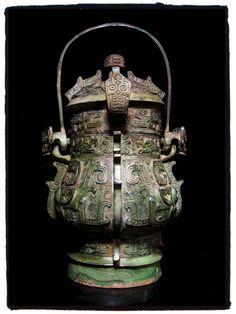 """青铜卣[西周]。Chinese Bronze """"You"""" vessels.[Western Zhou]"""