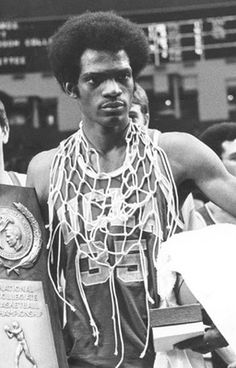 Sidney Wicks with championship net and trophy. Cal Basketball, Basketball Shoes On Sale, New York Basketball, Love And Basketball, Basketball Legends, College Basketball, College Hoops, Kareem Abdul Jabbar, Sports Celebrities