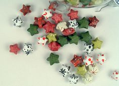 Project : Paper Christmas Decorations • Lot's of tutorials, including these lucky star ornaments by 'The Crafty Sisters'!