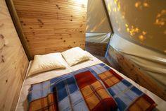 chambre du tipi au camping le lac à carnac en bretagne