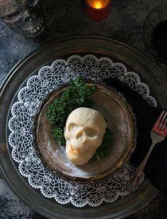 Spooky Skull Vegan Pot Pies for a Haunted Halloween Dinner - Halloween Menu, Halloween Desserts, Halloween Cupcakes, Halloween Treats, Haunted Halloween, Halloween Activities, Whimsical Halloween, Spooky Treats, Holiday Activities