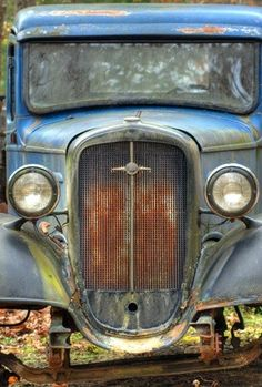Old cars sports cars vs lamborghini sport cars cars Rat Rods, Auto Jeep, Classic Trucks, Classic Cars, Diy Auto, Pompe A Essence, Rusty Cars, Abandoned Cars, Abandoned Vehicles