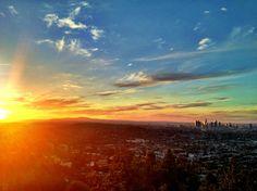 太陽が少しずつLAの上に向かっています。  きれいですねー!http://bit.ly/XErVpd    Flickrのjbradley558さんの作品です。