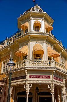 Walt Disney World - Magic Kingdom - Disney Clothiers