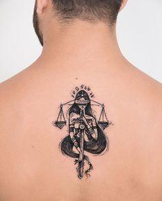 Deusa da Justiça nas costas do Herbert. @herbertanchieta valeu pela visita e as risadas ontem, curtimos muito ✌ #tatuagem #tattooart #blackwork #justice #direito