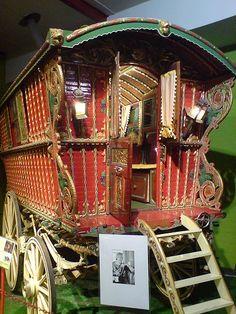 Gypsy wagon.  Theodor Adorno: Gypsy Wagon