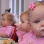 Twins and triplets funny videos Little Babies, Little Boys, Baby Kids, Veronica, Multiple Births, Customer Survey, Identical Twins, Baby Faces, Baby Center