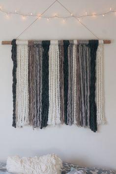 DIY yarn wall tapestry #decor Yarn Wall Art, Yarn Wall Hanging, Diy Hanging, Diy Wall Art, Diy Wall Decor, Wall Hangings, Buy Decor, Art Yarn, Mur Diy