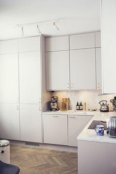 Modern Home Decor .Modern Home Decor Home Interior, Kitchen Interior, Kitchen Design, Interior Design, Interior Colors, Colorful Kitchen Decor, Decor Scandinavian, Kitchen Dinning, Kitchen Doors
