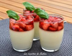 Pannacota with Strawberries and Violet Syrup Delicious Desserts, Dessert Recipes, Agar Agar, Dessert Shooters, Thing 1, No Sugar Foods, Dessert Bread, I Love Food, Food For Thought