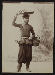 Portrait of an Armenian fruit seller (ca. 1900, from Dutch National Archive).
