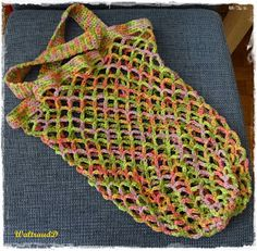 In einigen Geschäften soll es bald gar keine Plastiktüten mehr geben und in … In some shops, there will soon be no more plastic bags and in the remaining shops a levy will be charged. Loom Knitting, Knitting Socks, Knitted Hats, Knitting Designs, Knitting Patterns, Crochet Patterns, Tunisian Crochet, Knit Crochet, Loom Hats