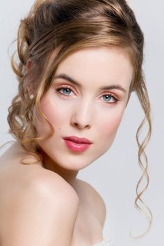 Wedding Hair Updo - Picture of Elegant up do hairstyle for brides