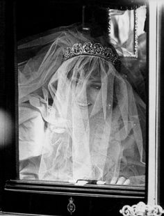 Diana Princess. 1981 Princess Diana Wedding, Princess Diana Family, Princess Kate, Princess Of Wales, Princess Charlotte, Royal Brides, Royal Weddings, Adele, Royal Family Pictures