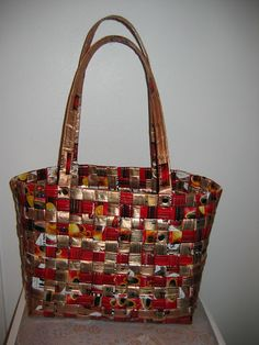 Fabric Crafts, Paper Crafts, Diy Crafts, Candy Wrappers, Recycling, Good Things, Tote Bag, Cool Stuff, Coffee