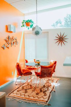 Danielle Nagel Dazey LA Founder Retro Palm Spring Home. Love mid-century modern homes? You'll want to peek inside Danielle Nagel's wildly colorful Palm Springs Airbnb. The Dazey Desert House is giving us all the vacation feels we've been looking for. Retro Home Decor, Home Decor Kitchen, Home Decor Bedroom, Kitchen Ideas, Bedroom Ideas, Bedroom Bed, Vintage Decor, Kitchen Dining, Vintage Style