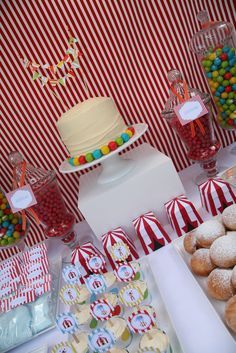 Circus Decorations | little Polkadot: Dessert Table {Circus Party: Part V}