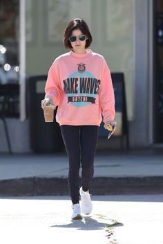 lucy-hale-wearing-a-baggy-pink-sweatshirt-picks-up-a-coffee-in-la-06-09-2017-3.jpg 1,280×1,910 pixeles