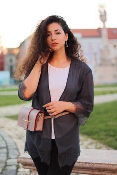 Descopera gama de borsete dama din piele naturala Jolize fabricate in Italia. Un accesoriu cool, foarte practic si versatil.  Orice fashionista stie ca acest accesoriu poate fi asociat cu orice tip de item. Orice, Sweaters, Fashion, Italy, Moda, Fashion Styles, Sweater, Fashion Illustrations, Fashion Models