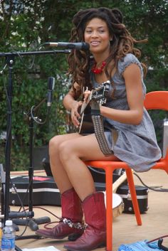 Photo of Valerie June