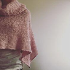 #poncho #freepattern by @dropsdesign #dropsalpacaboucle #knit #knitting #knitlove #knitwear #knittersofinstagram #instaknit #knitstagram #knittingaddict #polishknitters #handmade #rękodzieło #nadrutach