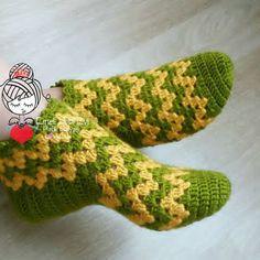 PATİK DÜNYASI & HANDMADE SOCKS (@emelhobievi) | Instagram photos and videos Crochet Slipper Pattern, Crochet Shirt, Crochet Slippers, Crochet Baby, Beading Patterns Free, Knitting Patterns, Crochet Patterns, Knitting Socks, Baby Knitting