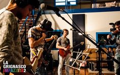 """""""LA GRIGNASCO IMPAZZITA 2"""" è l'iniziativa di un gruppo di ragazzi appassionati di musica e arti cinematografiche. Nel 2013 abbiamo realizzato un video musicale i cui protagonisti sono stati i cittadini, le associazioni e i commercianti del nostro paese, Grignasco, in provincia di Novara.  Un intero borgo alle prese con una nuova e moderna forma di comunicazione virale, il lipdub, sulle note del tormentone """"L'ombelico del mondo"""" di Jovanotti, che ha in prima persona apprezzato l'iniziativa."""