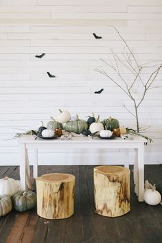 Check out this modern fall decor for your space! These modern fall decor inspirations will set you up for design success this upcoming autumn season. Gather contemporary fall decorating ideas for home! Modern Fall Decor, Fall Home Decor, Autumn Home, Diy Home Decor, Room Decor, Halloween Home Decor, Halloween House, Halloween Decorations, Halloween Party