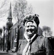 Vrouw in West- Friese klederdracht. 1966 #WestFriesland #NoordHolland