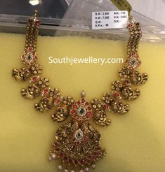 Price For Gold Jewelry Gold Temple Jewellery, Gold Wedding Jewelry, Gold Jewelry Simple, Silver Jewellery, Jewelry Design Earrings, Gold Jewellery Design, Antic Jewellery, Handmade Jewellery, Jewellery Box
