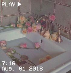 M o o n v e i n s 1 0 1 Aesthetic Themes, Flower Aesthetic, Aesthetic Vintage, Pink Aesthetic, Aesthetic Pictures, Aesthetic Pastel Wallpaper, Aesthetic Wallpapers, Vaporwave, E Design