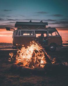 Beach Aesthetic, Travel Aesthetic, Purple Aesthetic, Retro Aesthetic, Beach Foto, Belle Photo, Van Life, The Great Outdoors, Adventure Travel