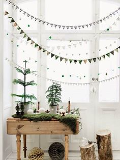 90 Scandinavian Christmas Decorations Ideas for an Ultimate H .- Scandinavian Christmas decoration ideas with garlands Source by freshideen - Noel Christmas, Green Christmas, Winter Christmas, Christmas Crafts, Christmas Garlands, Christmas Banners, Rustic Christmas, Woodland Christmas, Christmas Background