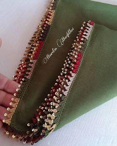 Fotoğraf açıklaması yok. Crochet Lace Edging, Crochet Borders, Sleeves Designs For Dresses, Sleeve Designs, South Indian Bride Saree, Mode Crochet, Saree Tassels, Afghan Clothes, Needle Lace