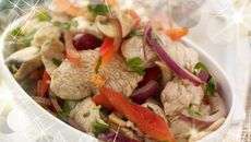 Five Spice Turkey Stir-fry. This is a quick and easy stir fry recipe that's full of flavour and a definite way to increase your vegetable intake, omit the Turkey for a vegetarian option. Turkey Stir Fry, Easy Stir Fry, Curry Noodles, Green Curry, Leftovers Recipes, Stir Fry Recipes, Vegetarian Options, Serving Plates