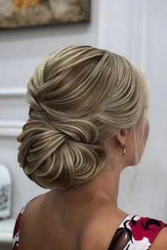 mother of the bride hairstyles elegant textured updo zuhra_sullieva hochzeiten kleider brautmutter Mother Of The Groom Hairstyles, Mother Of The Bride Hairdos, Hairstyles Over 50, Elegant Hairstyles, Short Hairstyles For Women, Wedding Hairstyles, Cool Hairstyles, Bridal Hairstyle, Pelo Formal