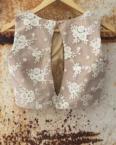 Gorgeous latest saree blouse designs Find more info on : Choli Designs, Sharara Designs, Saree Blouse Neck Designs, Stylish Blouse Design, Fancy Blouse Designs, Mehandi Designs, Indian Blouse Designs, Saree Blouse Patterns, Blouse Lehenga