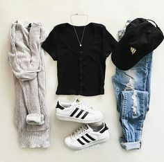 Image discovered by Find images and videos about girl, fashion and style on We Heart It - the app to get lost in what you love. Teenager Outfits, Teenage Girl Outfits, Cute Outfits For School, Teen Fashion Outfits, Cute Casual Outfits, Mode Outfits, College Outfits, Outfits For Teens, Winter Outfits